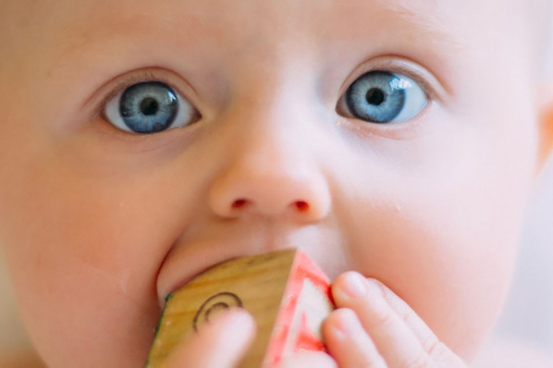 Unscented wipes can be used to wipe baby's toys