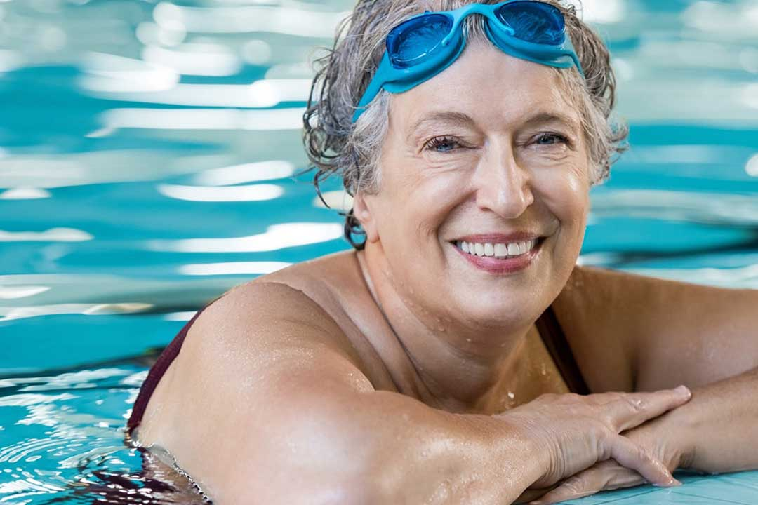 Incontinence people can swim in water diapers