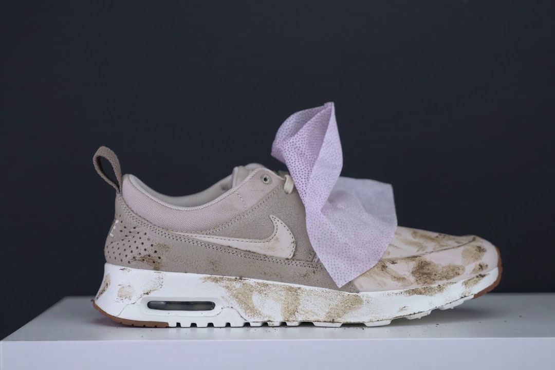 Dirty shoes can be wiped clean with wipes