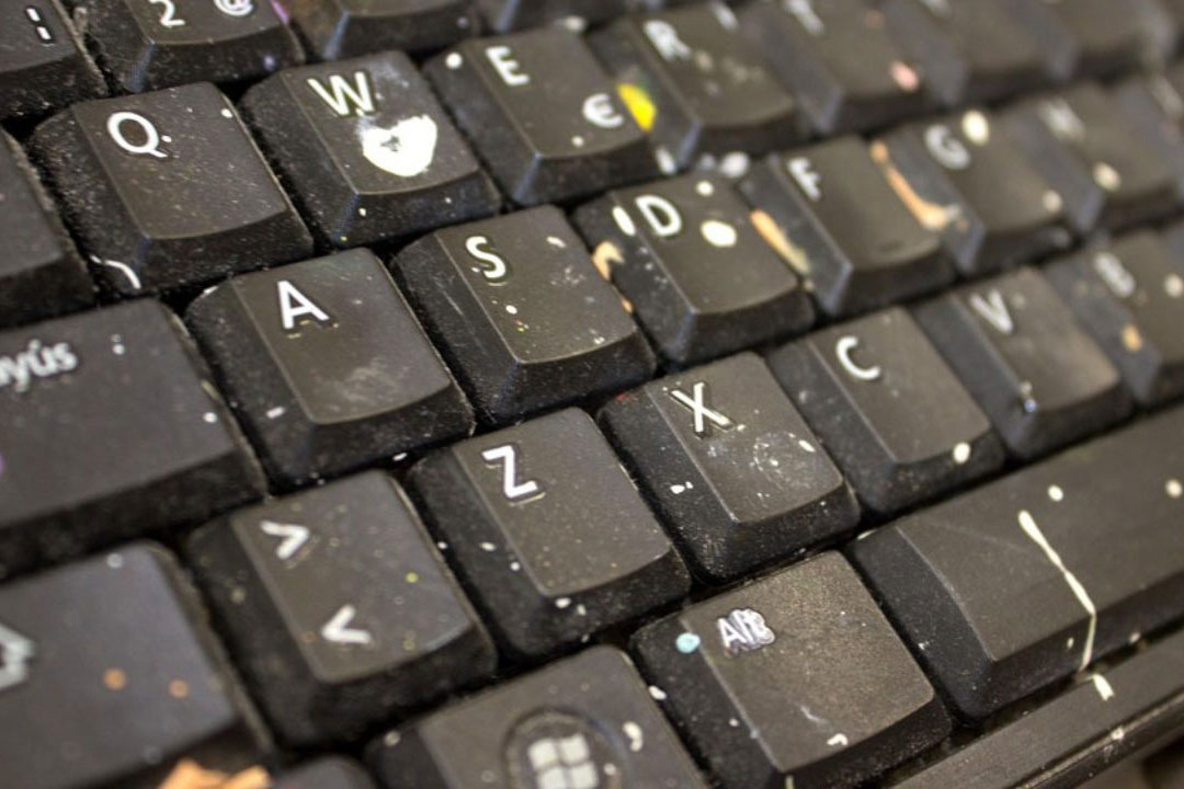 How to remove the germs on keyboard